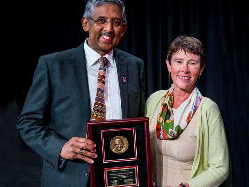 Dr V. Mohan receiving the Harold Rifkin Award from Dr Jane Reusch, President, American Diabetes Association